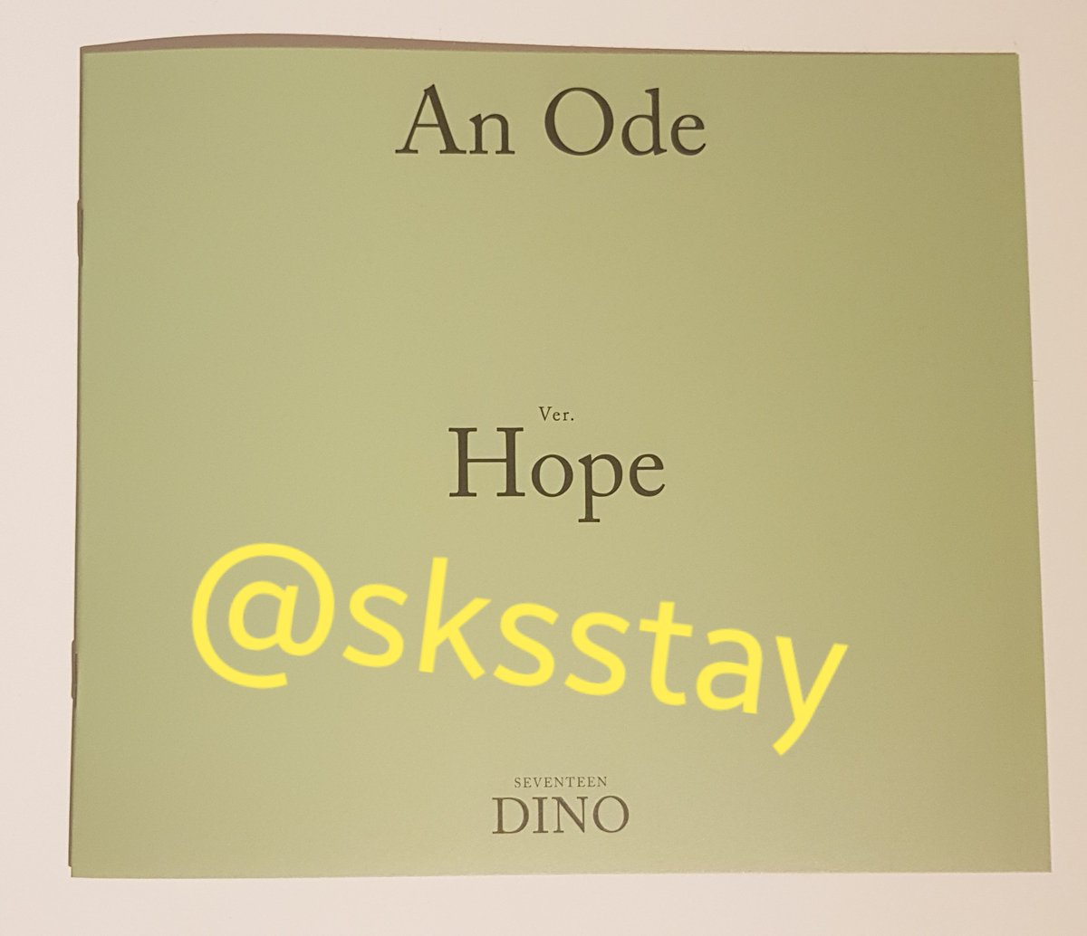 [#WTT] Want to trade Please help RT!  have: DINO mini photo book hope version (see pic) want: seungkwan, jeonghan or wonwoo equivalent  Loc: The Netherlands WW: Europe (EU) only  DM me if you're interested.  #Seventeen #SEVENTEEN_An_Ode