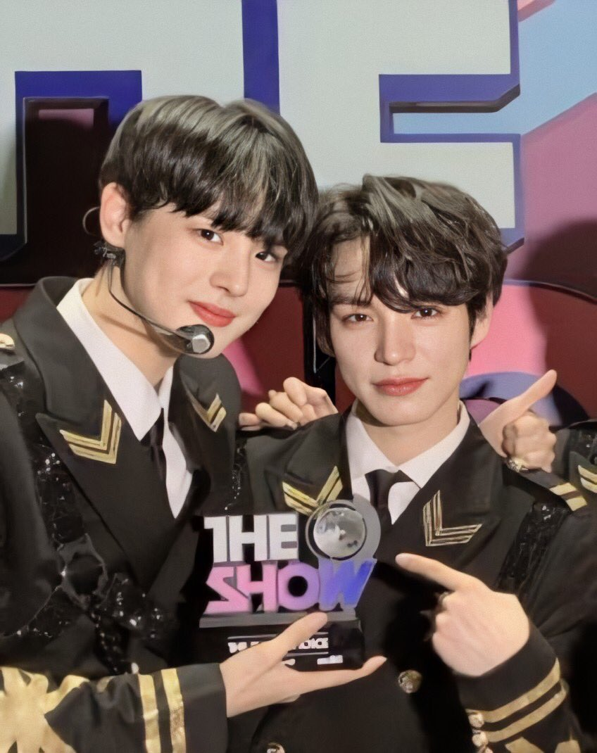 BITCHES CRY OVER HOW CHAN IS SO SMALL BESIDE BYUNGCHAN. THAT'S ME. I'M BITCHES. <br>http://pic.twitter.com/xIx80tIfwh