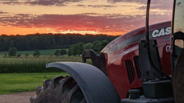 The best place to view a beautiful Wisconsin sunset is from the cab of a Case IH tractor!  : Katie & Benjamin Seehafer  #HyCap #TractorParts #HyCapacity #HeavyDutyTractorParts #AgParts #Farming #Tractors #Tractorlife #Magnum140 #CaseIHpic.twitter.com/ttdy2JojcU