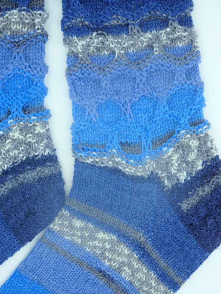 Gorgeous hand knitted blue socks new mom or dad gift US 9  - 11 Christmas gifts for friends  jeans accessories http://tuppu.net/14030f36  #shopindie #Supportsmallbusiness #handmadehour #Pottiteam #woolsocks #HappyMonday #Happinesseverywhere #Womeninbusiness pic.twitter.com/YG77A2gKZC
