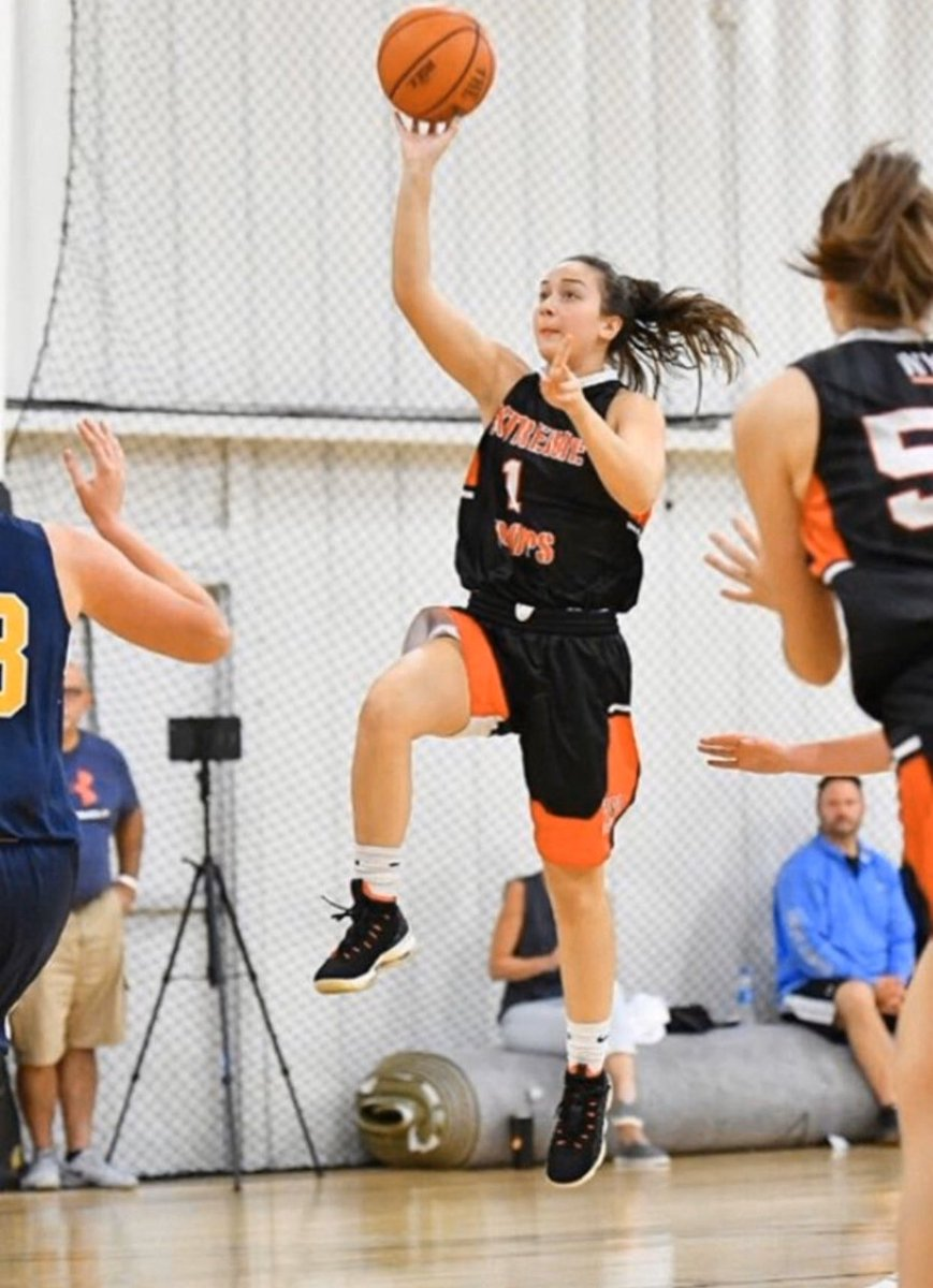 Congratulations to 2021 Liz Lofaro for getting a scholarship offer from the college of Staten Island, Coach Sarcone, and the women's basketball staff! 🏀💪🏽🔥🔴⚪️⚫️ https://t.co/ONiN2wijBi
