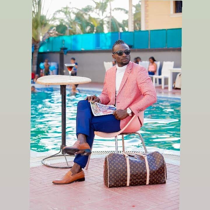 L O R D #style #StudentsLivesMatters #stylist #TwitterTrends #photooftheday #Naija #fashion #fashionaddict #fashionmodel #fashionblog #Tanzania #MenAreMen #CanadaDay2020 #LondonIsOpen #australianmodel #BlackLivesMattters #Gucci #fendi #lagosnigeria #nairobikenyapic.twitter.com/eydfPh5iv7