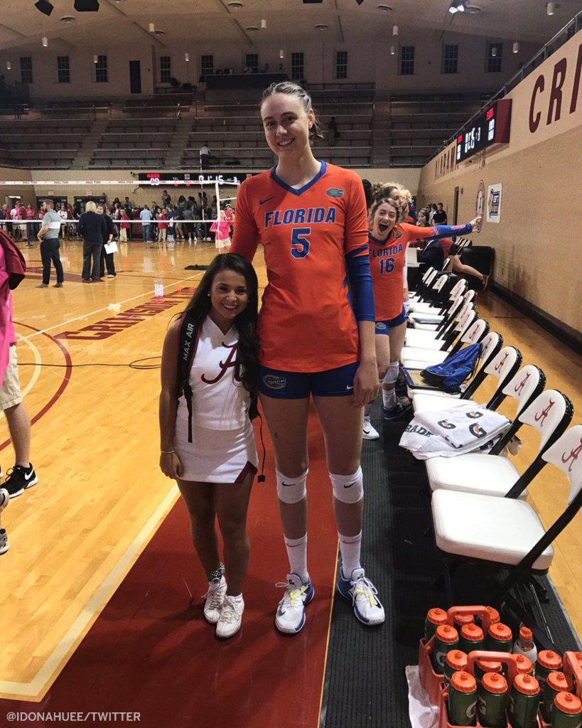 That height difference 🤯 (via @idonahuee)