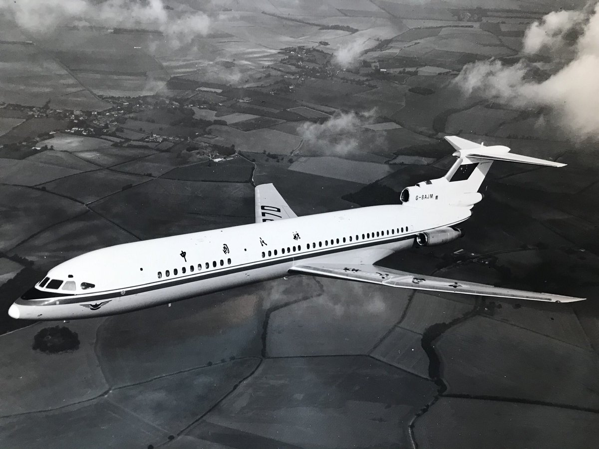 For #ThrowbackThursday we have a photo of this Hawker Siddeley Trident 3B-104 on a pre-delivery test flight in the mid 1970's.  #aviation #aviationlover #aviationhistory #aviationphotography #AvGeek #AviationFanUK #AeroSpace #aircraft #aviationtrivia https://t.co/bBbD6Uz5Sl