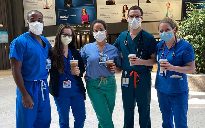 In mid-April, as New York's #COVID19 toll was mounting and #medical teams were overwhelmed with #patients, 19 fourth-year medical students from @IcahnMountSinai heeded the call and volunteered to graduate a month early: https://t.co/A3gHOT11yc https://t.co/x6bZqbIEnJ