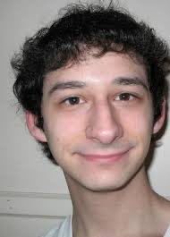WHY DOES YOUNG YANDEV LOOK LIKE LINGUINI FROM RATATOUILLE <br>http://pic.twitter.com/cRjjuet53G