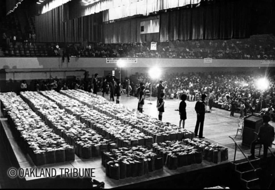 Black Panther Party's Community Food Program at the Oakland Auditorium, 1972 <br>http://pic.twitter.com/u0VfeINB3u
