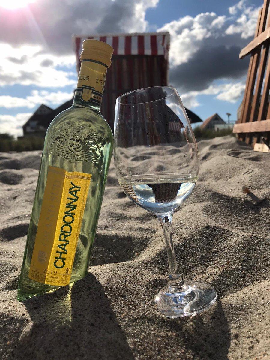 Life and wine are better at the beach #balticsea #beach #beachlife #Deutschland #Foto #fotografia #photographers #Germany #FOTOS #PHOTOS #photography #vacation #Urlaub #
