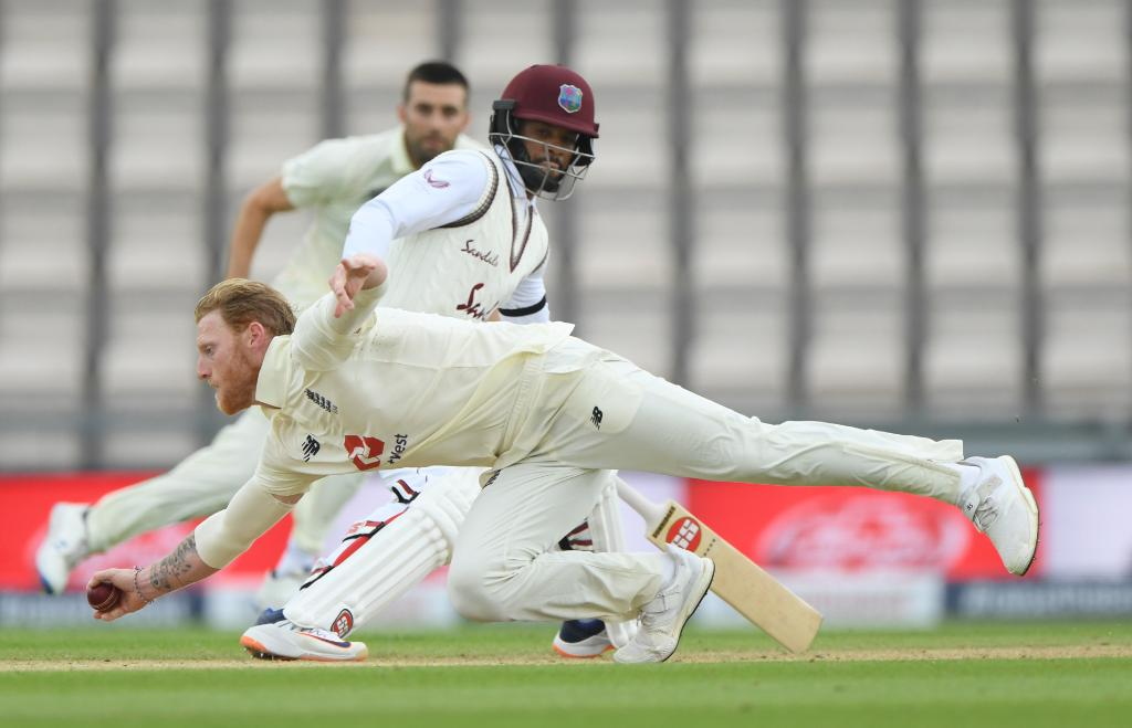 STUMPS  Bad light has curtailed the second day's play, and Windies will resume tomorrow on 57/1 🌴   #ENGvWI SCORECARD ▶️ https://t.co/J9IrapSl4x https://t.co/QUxd22j3ur
