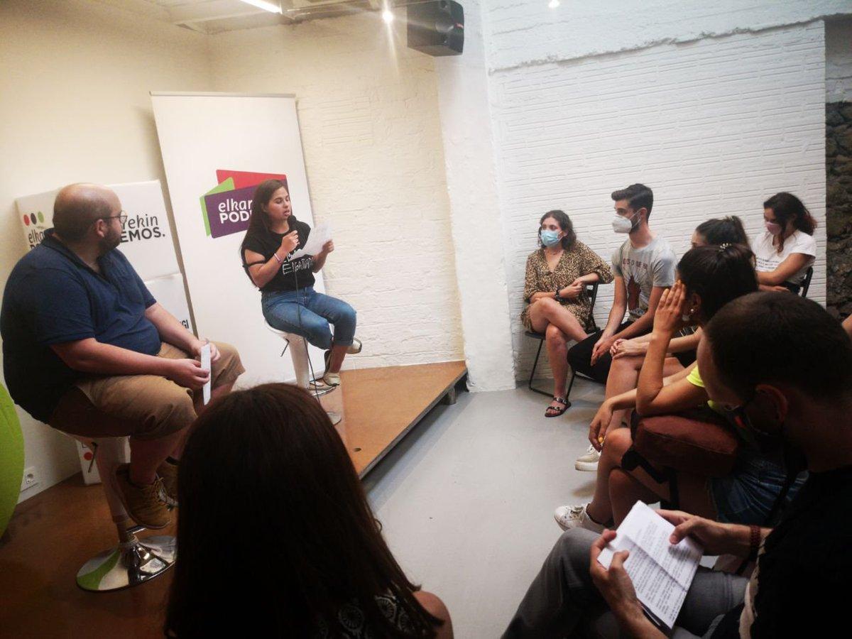 Nuestra candidata @MiGorrotxategi y nuestro candidato @InigoMZaton han tenido un encuentro con la gente joven.  Fundamental escucharles: imposible acceder a una vivienda, falta de empleo. Problemas políticos con respuestas políticas. A la juventud sí le interesa la política. https://t.co/J1aUltDpl0