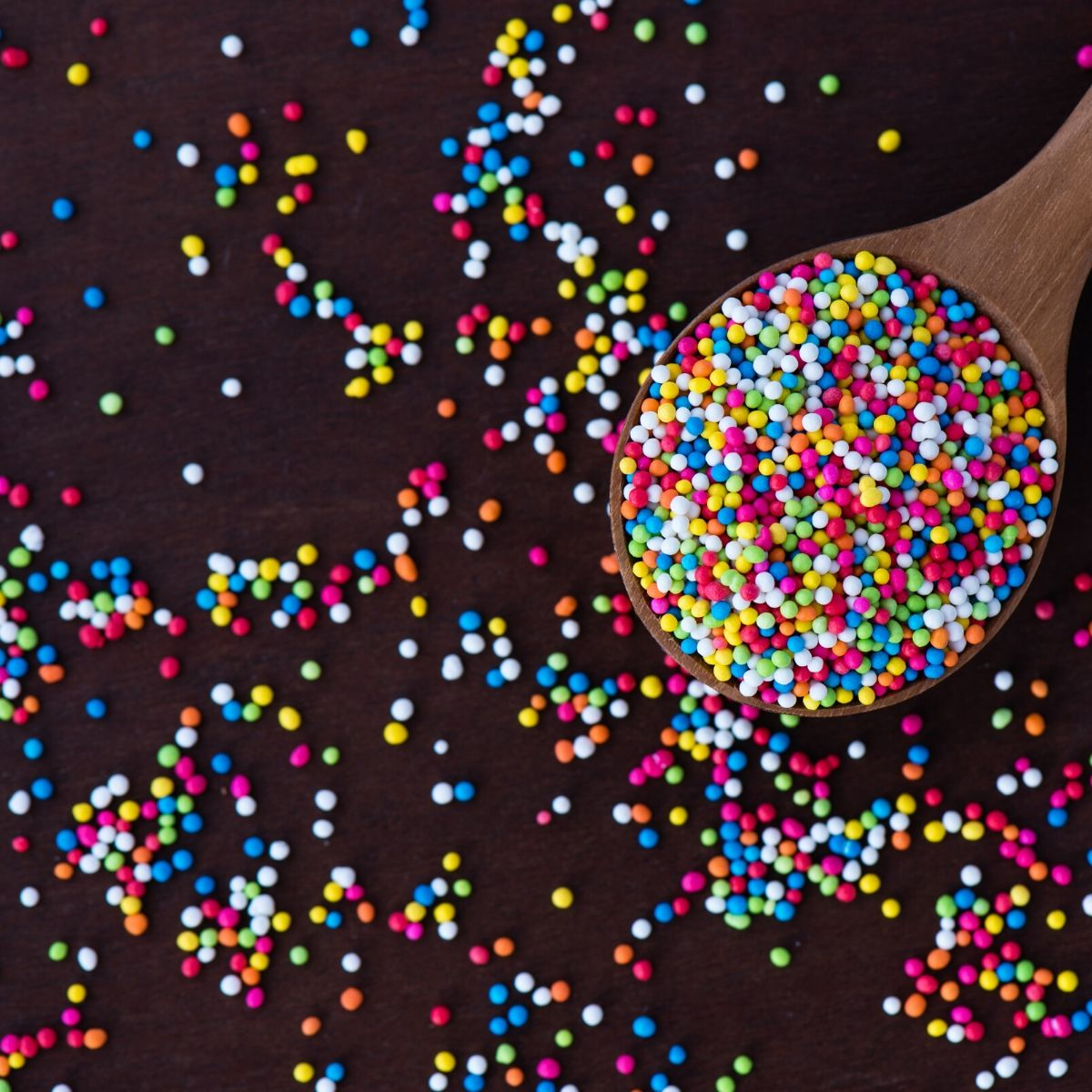 Do you know which sprinkles are gluten free? Find out and get ready for lots of baking! fearlessdining.com/gluten-free-sp… #glutenfree #glutenfreebaking