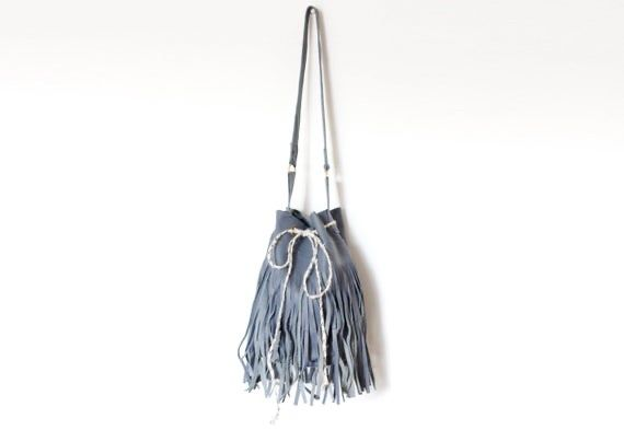 ARM CANDY  Handmade fringed leather bag from reclaimed leather pieces.  Click here: http://buff.ly/2FhMXnQ    #handbag #RecycleLikeThis #zerowaste #recycledleather #leathercraft #leatherbag #ethicalfashion #recycle #recycled #Recycledfashion #Recycling #EarthDaypic.twitter.com/E3CwkAOL3n