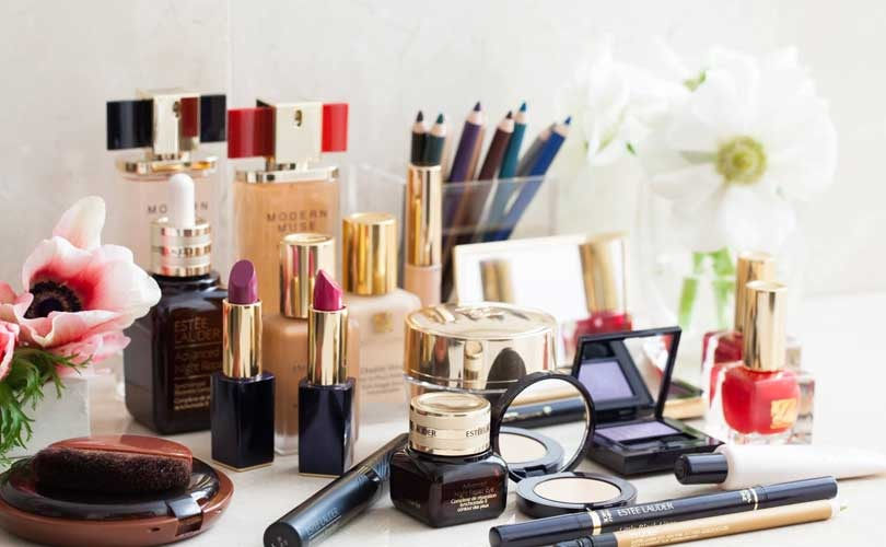 CHECK FOR THESE DANGEROUS TOXINS IN YOUR MAKEUP BAG  https://bit.ly/3dIYvjZ  #ThursdayThoughts #HealthyAtHome #familytime #Tips #detox #COSMETICS #wellness #beautypic.twitter.com/93SyD5iUCd