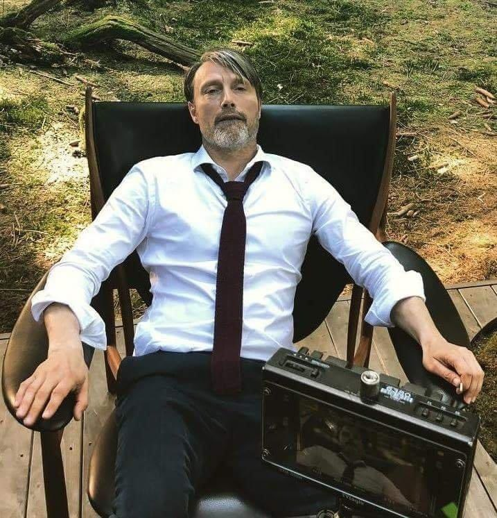 """#MadsMikkelsen  is your new boss vibes  (a thread for #MadsThurstday )   cautions   you should have the melody of Lana del Rey's """"You Can Be The Boss Daddy"""" in mind pic.twitter.com/jj8V1lvBGB"""