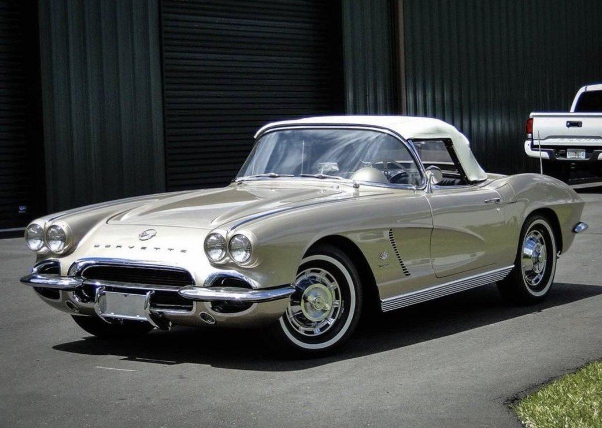 #ThrowbackThursday 1962 #Corvette https://t.co/oabaMovq11