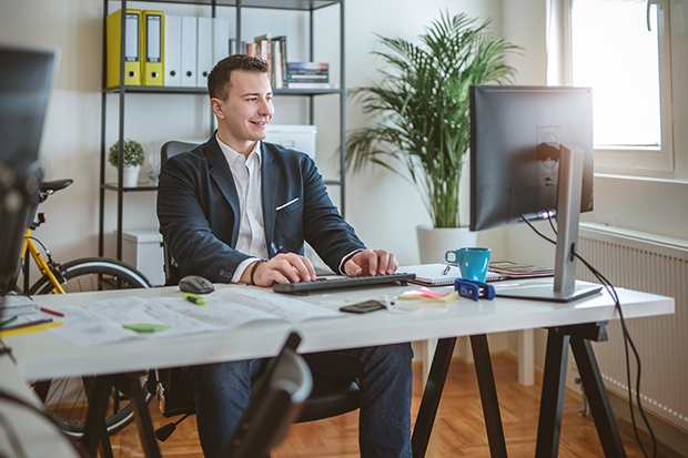 As the world practices #socialdistancing to reduce the spread of COVID-19, nearly all hiring managers are turning to #virtualinterviews https://t.co/AUwYjRNz81 https://t.co/ZCAdMrKByX