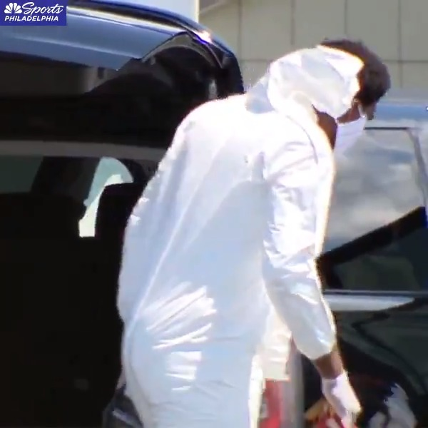 Joel Embiid arriving in Orlando in a full suit and mask.  (via @NBCSPhilly) https://t.co/dvAQhCn1TV