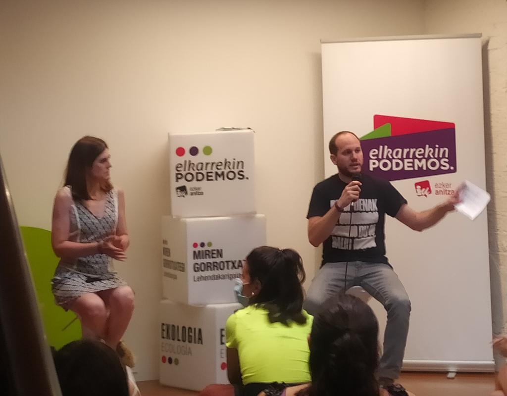 """""""Me dirijo a los y las jóvenes que no tienen carnet del PNV. El próximo #12J la única opción que puede asegurar un cambio real en las políticas de juventud en Euskadi es #ElkarrekinPodemosIU"""" @InigoMZaton #PodemosGobernar #GobernatzekoPrest  💜💚❤️ https://t.co/JJ8i0TTvhk"""