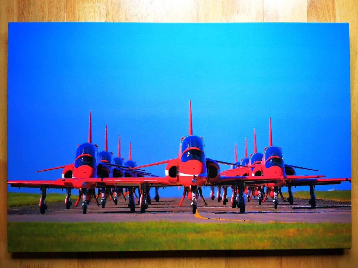 https://t.co/k2McqMYyHF  Auction of a fabulous signed canvas of full 9 ship by Mark Richardson. Follow.... Red Arrows Special.. on facebook for details. #RedArrows https://t.co/uSpu8uMJw6