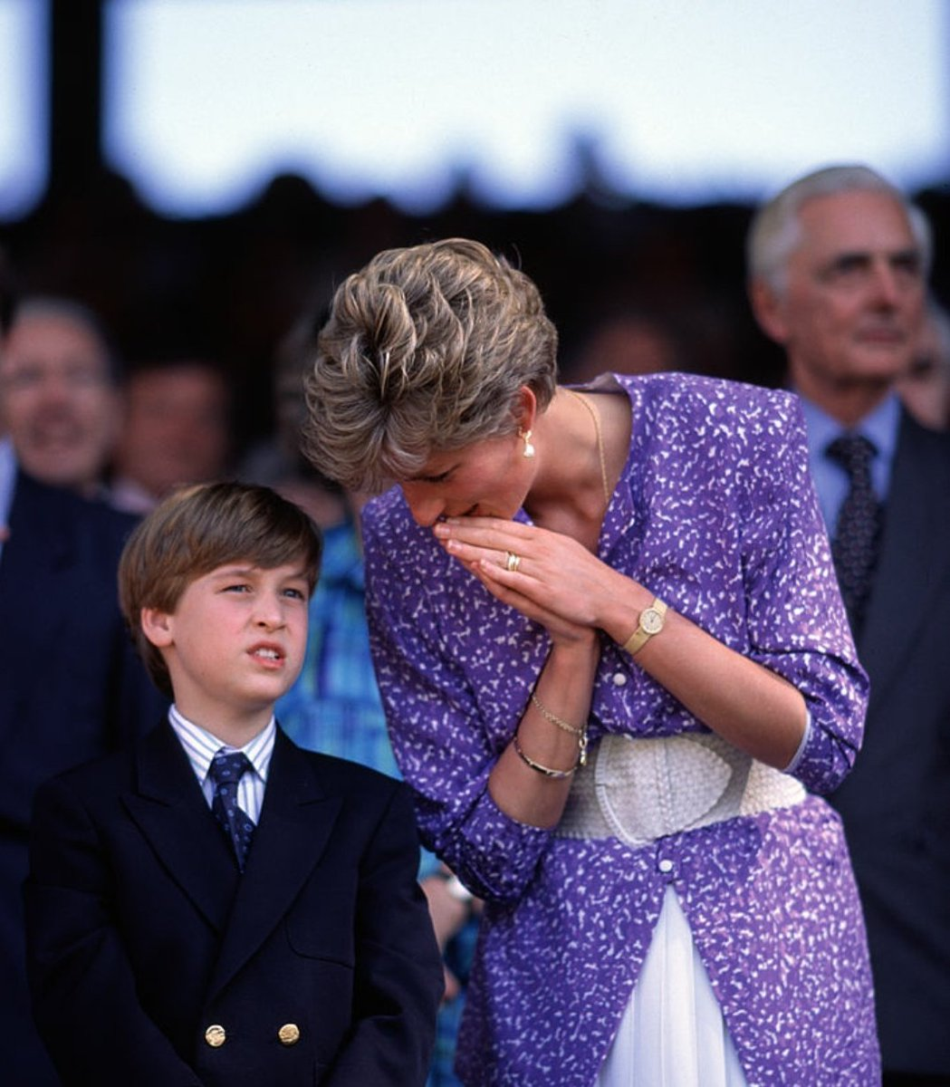 Princess Diana and Prince William at Wimbledon <br>http://pic.twitter.com/yEEpNwkyVb