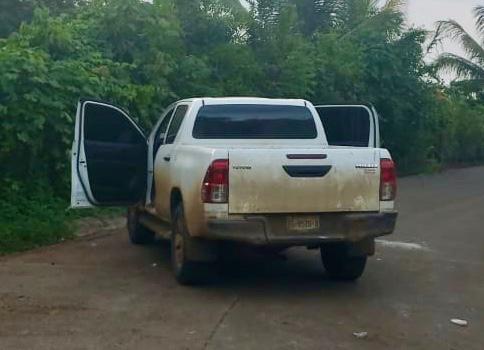"""Detiene la Policía a uno por portación ilegal de arma de fuego; asegura dos vehículos, en #Tezonapa  *Julián """"N"""" fue arrestado sobre la localidad El Cedro, en una camioneta marca Nissan, placas XM5617A tras efectuar disparos contra los oficiales, Traía una 9 mm, tipo Beretta. pic.twitter.com/19T4HpH5GX"""