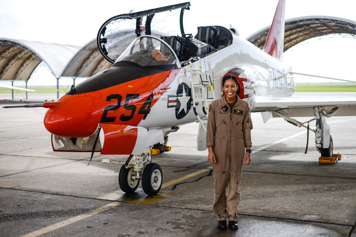 BZ to Lt. j.g. Madeline Swegle on completing the Tactical Air (Strike) aviator syllabus. Swegle is the @USNavy's first known Black female TACAIR pilot and will receive her Wings of Gold later this month. HOOYAH! @FlyNavy @NASKPAO #ForgedByTheSea #CNATRA #CNATRAgrads