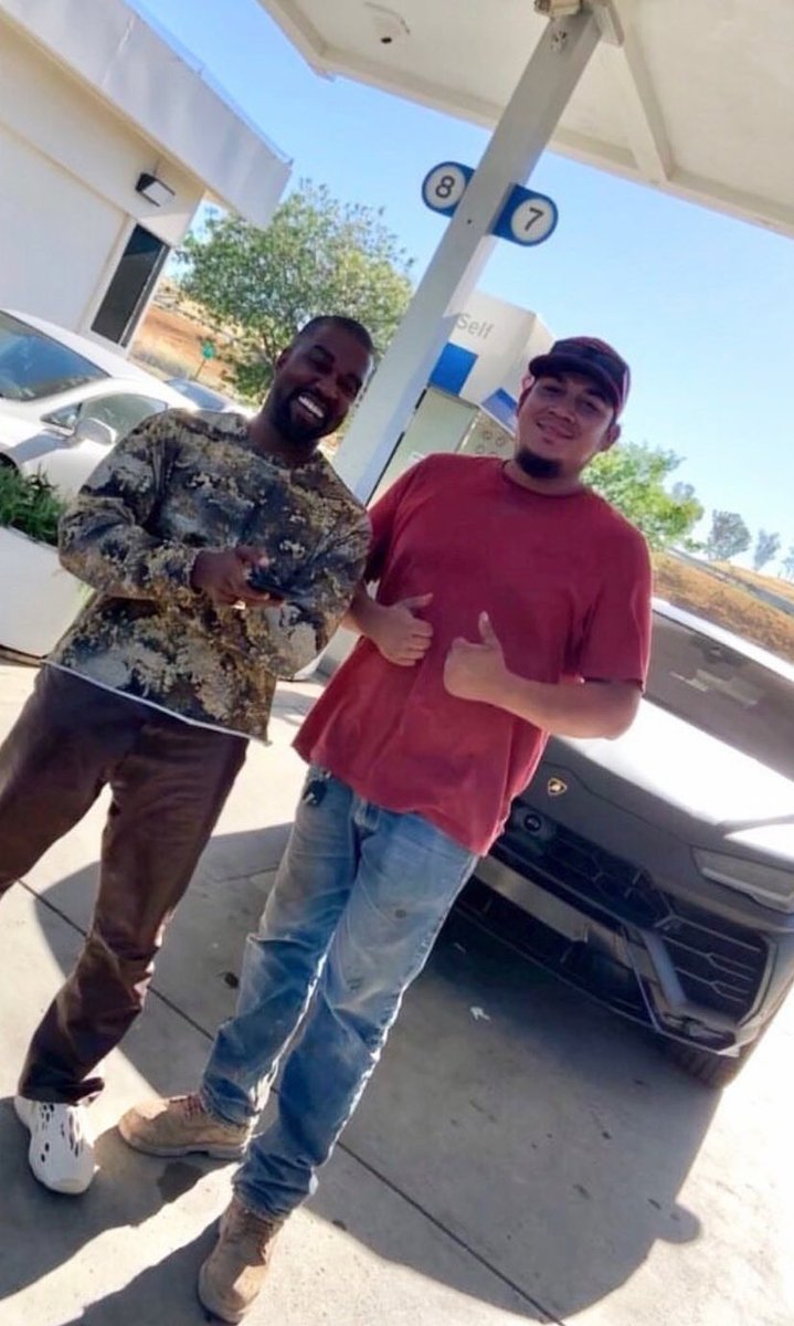 Kanye with fans in San Miguel, CA then Columbus, MT last week. https://t.co/VjIDz29R5X