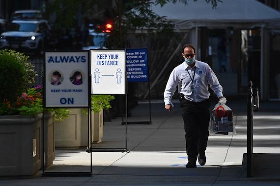 La Bourse de New York a fini sans direction claire jeudi, dans un marché soutenu par ses géants technologiques, mais contrarié par le nombre de nouvelles infections au coronavirus https://t.co/0pFqcyGhn7 https://t.co/UfI9cX5WF3