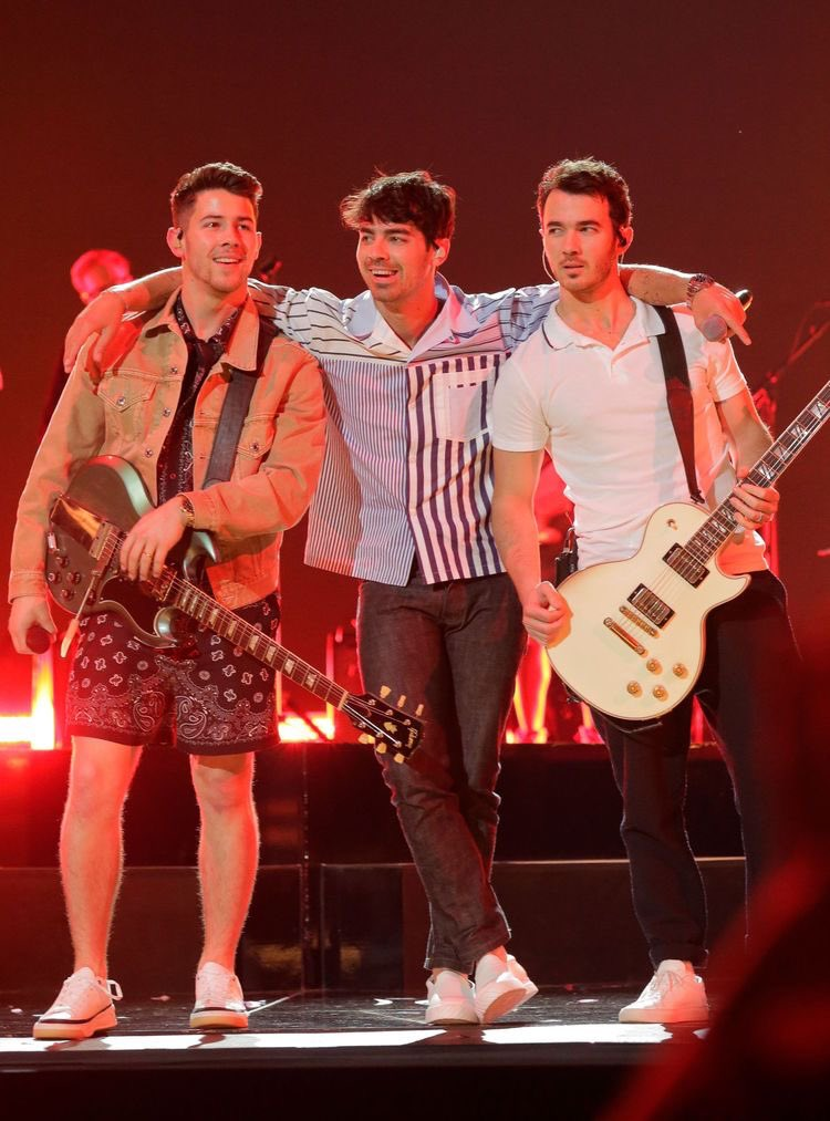 missing my jonas brothers more than never <br>http://pic.twitter.com/Lch9l0K9ZW