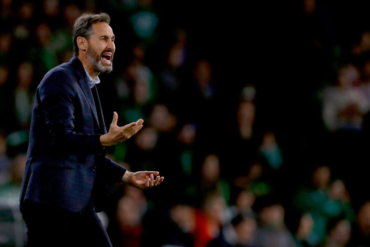 """📻⚽️ Saludamos a esta hora de la noche al entrenador del RCD Mallorca, equipo que sigue peleando por lograr la permanencia en Primera  👔 Vicente Moreno, en @ellarguero   🗣️""""Queda mucho trabajo por hacer, pero lo vemos con un poquito más de optimismo""""  https://t.co/9iVUWHWdDJ https://t.co/MC3Q4lUEPG"""