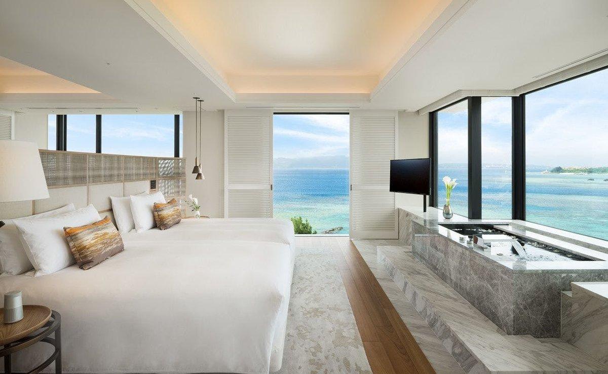 """沖縄県恩納村にあるホテル「ハレクラニ沖縄」が凄すぎる…ハワイで創業100年以上の歴史を誇る""""ハレクラニ""""が去年沖縄にオープン!全ての客室がオーシャンビューで目の前に広がるコーラルブルーに輝く海と白砂のビーチはまさに南国を象徴している素敵な景色!一度でいいから大切な人と泊まりたい…"""