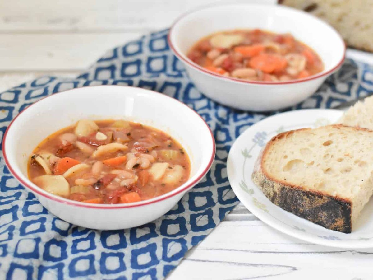 Delicious instant pot beans and pasta soup with loads of veggies, and herbs and spices. Filling, flavorful and goes well with the artisan bread . buff.ly/31ZiMPK