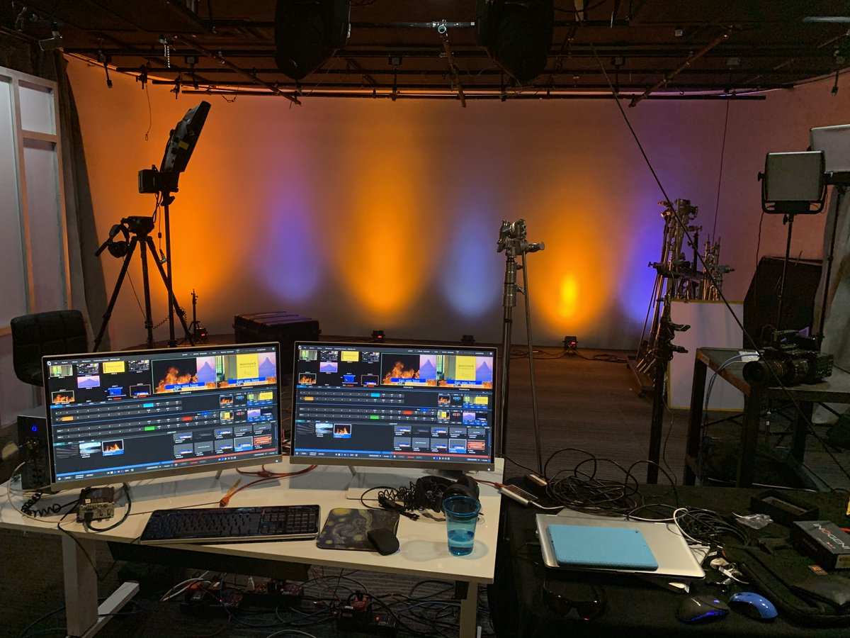 Having some fun with the #tricaster mini in the #spectrumstudio today. #videoproduction #lighting #studio #Phoenixpic.twitter.com/Pnm7ahpgvX