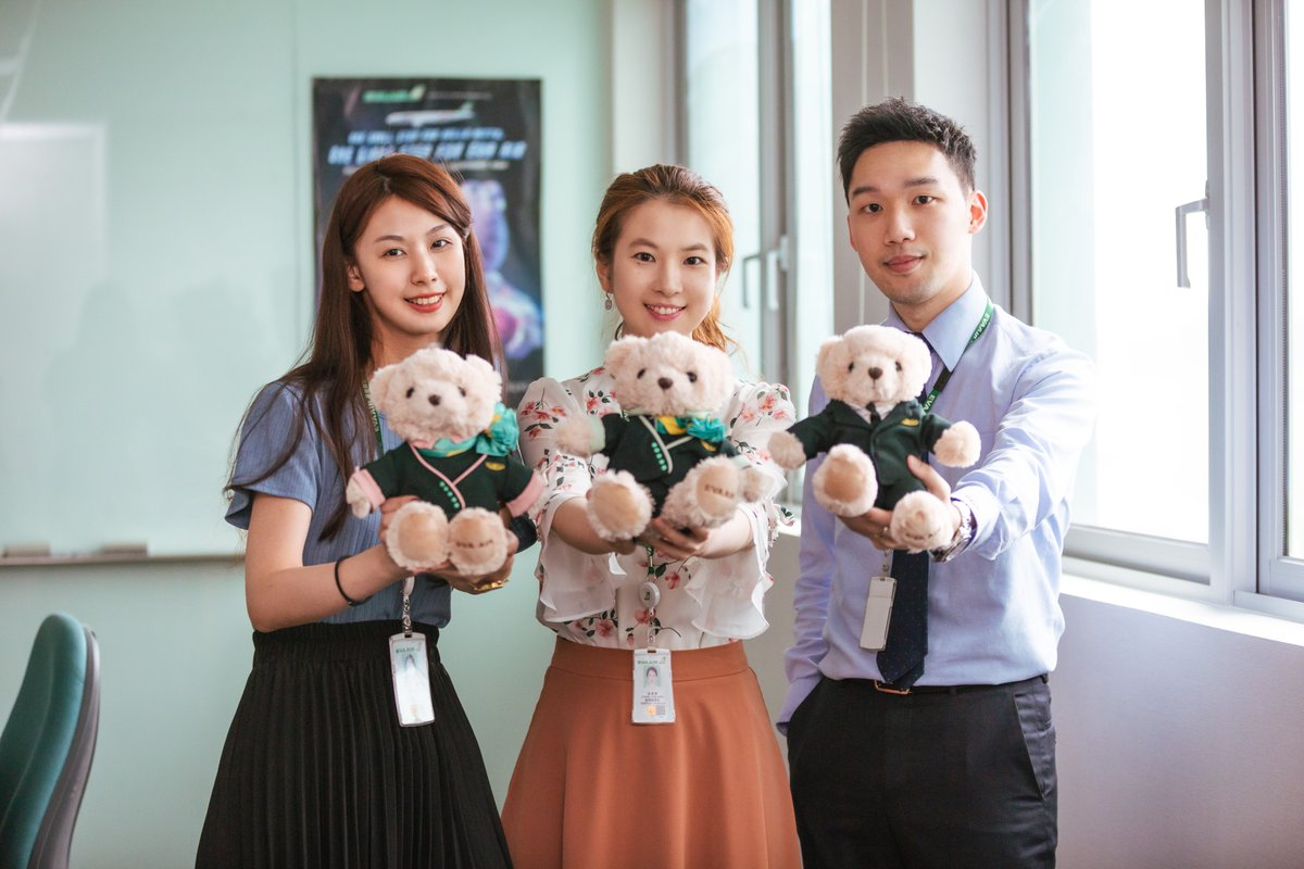 Say hello to our Product Development Team! Who doesn't love model airplanes and plush toys?! This team delivers amazing items for everyone in the family!   #EVAair #evaairus #staralliance #iFlyEva https://t.co/p2erwOJ6NY