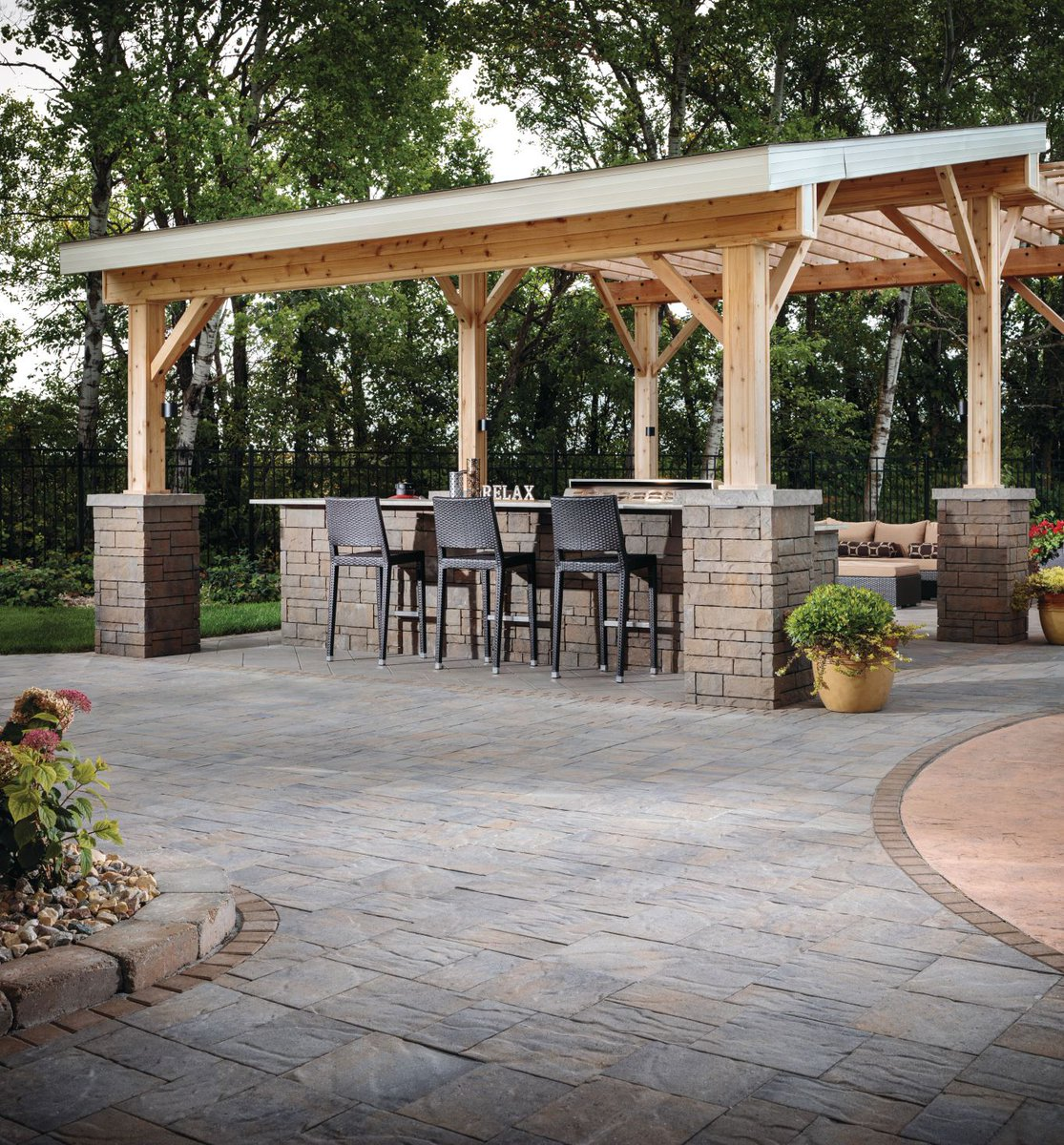 Expocrete Pa Twitter A Perfect Backyard Scene To Get You To The Weekend Custom Luxury Outdoor Kitchen Created With Our Versatile Tandem Wall System And Surrounded By An Avalon Slate Patio In