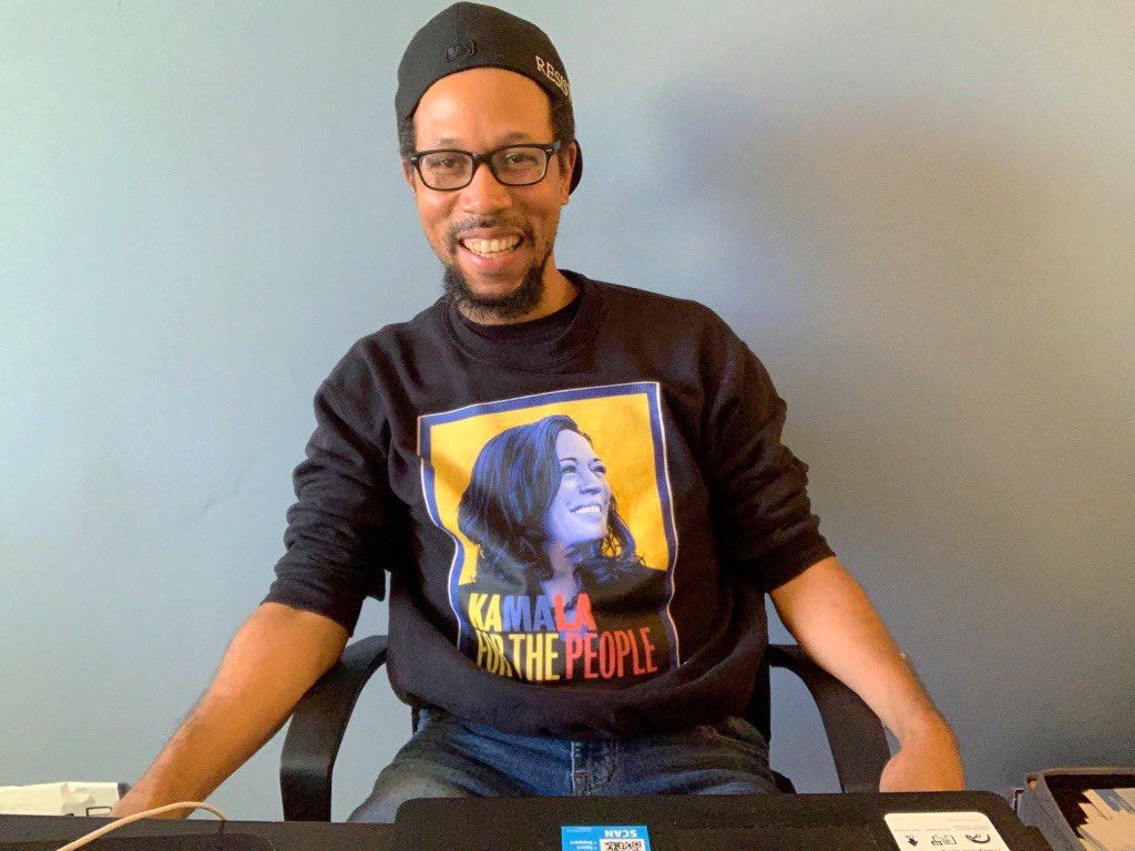 @KamalaHarris Ready for the #GetUpStandUp2020 with @KamalaHarris to start! Repping for the Washington DC branch of the #KHive! #KhiveForJoe