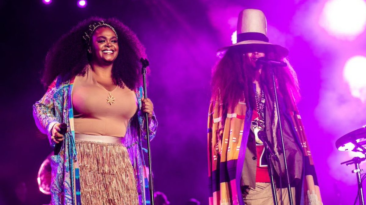 Of all the #Verzuz battles, Erykah Badu and Jill Scott's drew the largest increase in streaming at a 217%. https://t.co/kS6zMr1sxV https://t.co/RKekfKGBWy
