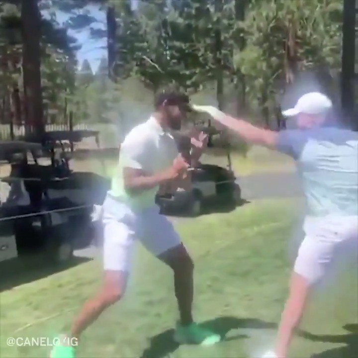 .@Canelo had to show @Warriors star @StephenCurry30 how fast the jab is⚡️ https://t.co/IUW7295U1G