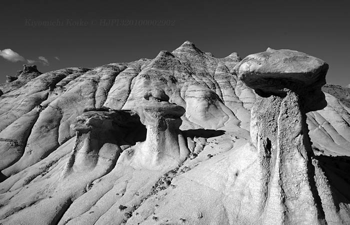 A wonderland for black and white photography モノクロ写真撮影の魔法の国  Copyright #HJPI320100002902 #blackandwhite #monochrome #blackandwhitephotography #blackandwhitephoto #landscapephotography #desert #erosion #otherworldly #geological #fujifilm #fujifilmxt1pic.twitter.com/3uCGZ1RXmZ