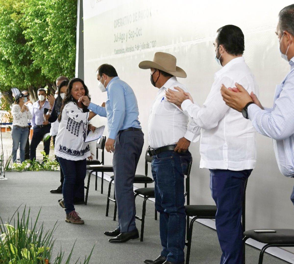 Junto a @A_MontielR, iniciamos gira por #Morelos para supervisar los operativos de adelanto de las Pensiones para #AdultosMayores y #PersonasConDiscapacidad. Agradezco al gobernador, @cuauhtemocb10 y al delegado de Programas Integrales @hugoericflores por acompañarnos. (1/2)