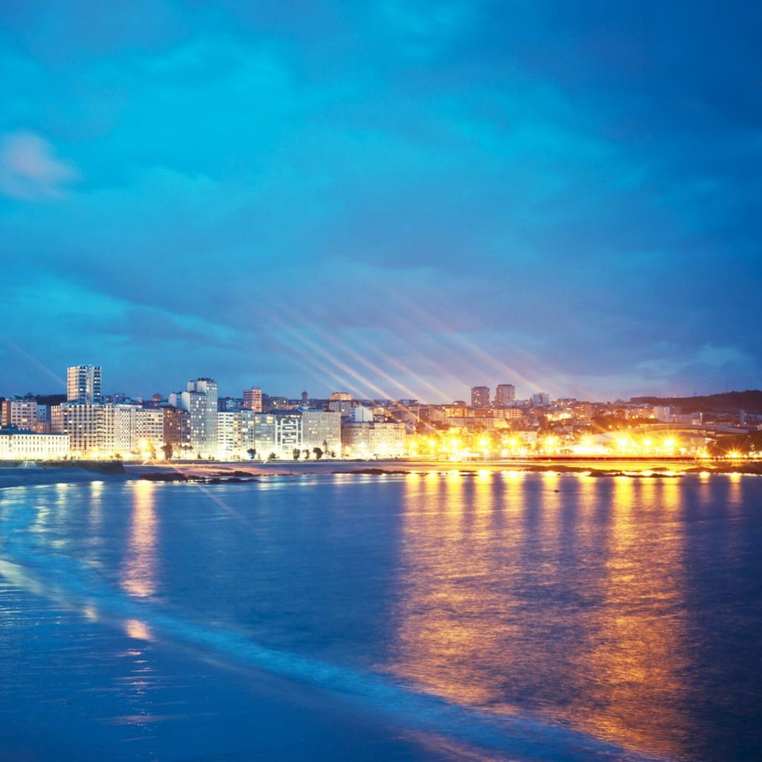 A Coruña se adhiere al 'Manifiesto Slowlight' para promover una iluminación sostenible El ayuntamiento coruñés considera que la ciudad tiene mucha contaminación lumínica y busca con esta iniciativa recuperar el cielo estrellado en el entorno urbano. https://www.elespanol.com/quincemil/articulos/actualidad/a-coruna-se-adhiere-al-manifiesto-slowlight-para-promover-una-iluminacion-sostenible…pic.twitter.com/c7vt1nC3FJ