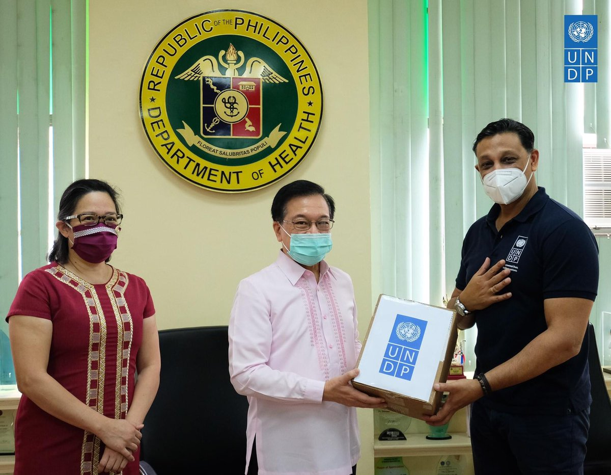 DFA Partners with UNDP to Facilitate Donation of 500,000 Surgical Masks to the DOH: https://t.co/3SNYwwpRuo  @DFAPHL witnessed the handover of 500,000 surgical masks donated by the Soong Ching Ling Foundation of Beijing, China, through the UNDP on 08 July 2020.  #DFAinACTION https://t.co/3lCO1l8GZC