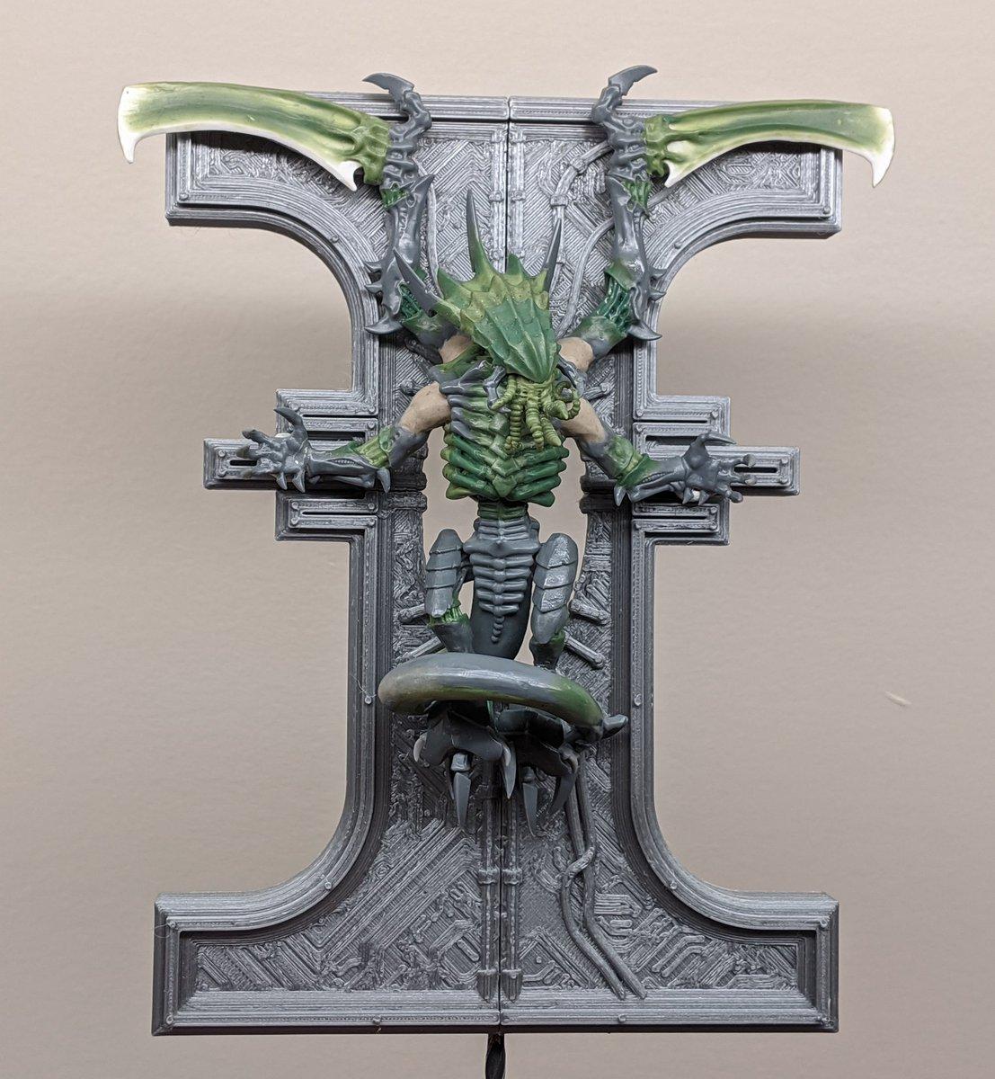Well. I'd say the crucified Tyranid Prime is finally donezo!  #Tyranids #WarhammerCommunity #warmongers @WarComTeam https://t.co/685Wa0mjwf