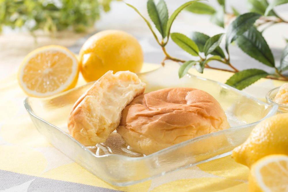 八天堂「ムーミンコラボ 広島レモンくりーむパン」夏限定で、瀬戸内・広島レモンのひんやりクリーム -
