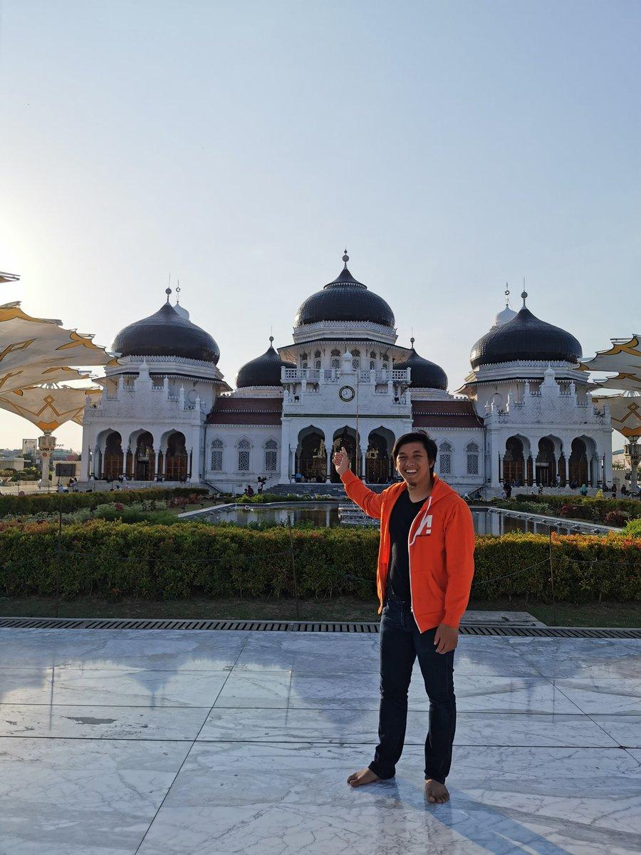 Cobalah sekali kali main ke Aceh, jangan katanya katanya doang  Orangnya ramah2, mesjidnya bagus2, nggak ada cerita masjid minta sumbangan tengah jalan, mampir di masjid tiap sore selalu ramai anak2 mengaji, jalan bagus mulus dan lebar, bersih tiada sampah 👍 https://t.co/OLP6zvQYto