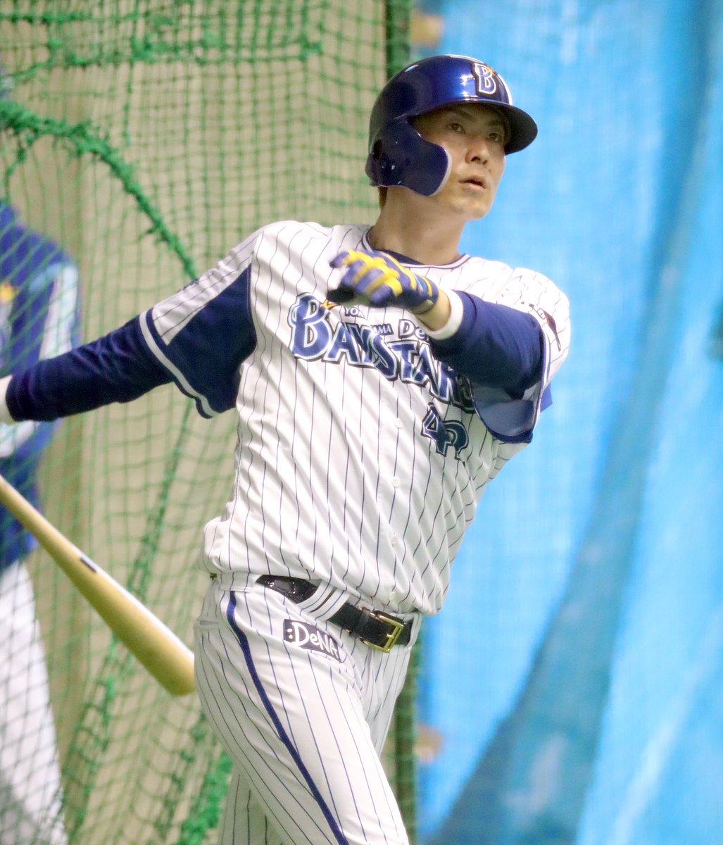 本日、7月10日はDeNA #石川雄洋 内野手の34歳の誕生日です🎉🎂おめでとうございます!前夜の勝利投手、井納は「記念球は同級生の石川にあげたい。登板日の大半は打ってくれていた。そういう感謝と、お互い1年でも長くやれるように」と祝福しました(撮影・斎藤浩一)#baystars #サンスポ #birthday
