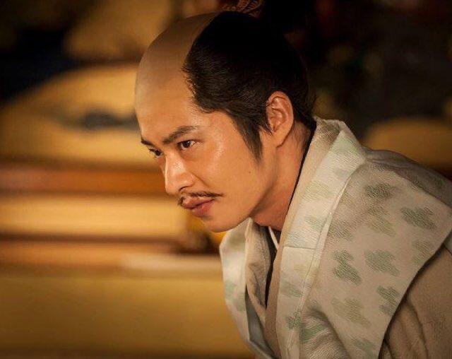 田中圭殿、36歳の誕生日おめでとうございます🎉🎉🎉『軍師官兵衛』で三成を演じた田中圭殿。殿下を独り占めしたくてヤンデレ具合が徐々に加速、邪魔者全員排斥するダーク三成だった。あと4年で関ヶ原起こした三成と同年齢です。4年後に東軍メガネ外れた三成を演じて欲しい…! #田中圭誕生祭2020