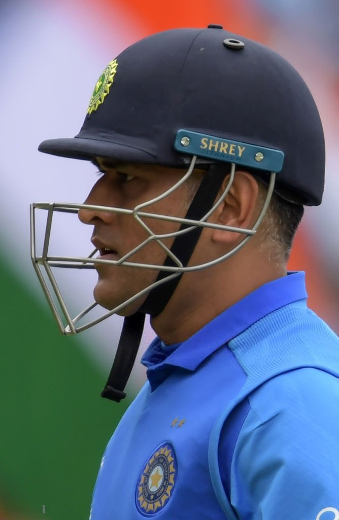 When India was struggling after having scored a paltry 6 for the loss of three wickets in 3 overs, 1.25 billion people still believed in him and that he could take us through the finish line.   That's the hope and belief you have given us in life!💙  #OnThisDay #Dhoni @msdhoni https://t.co/Tn28wOpnjP