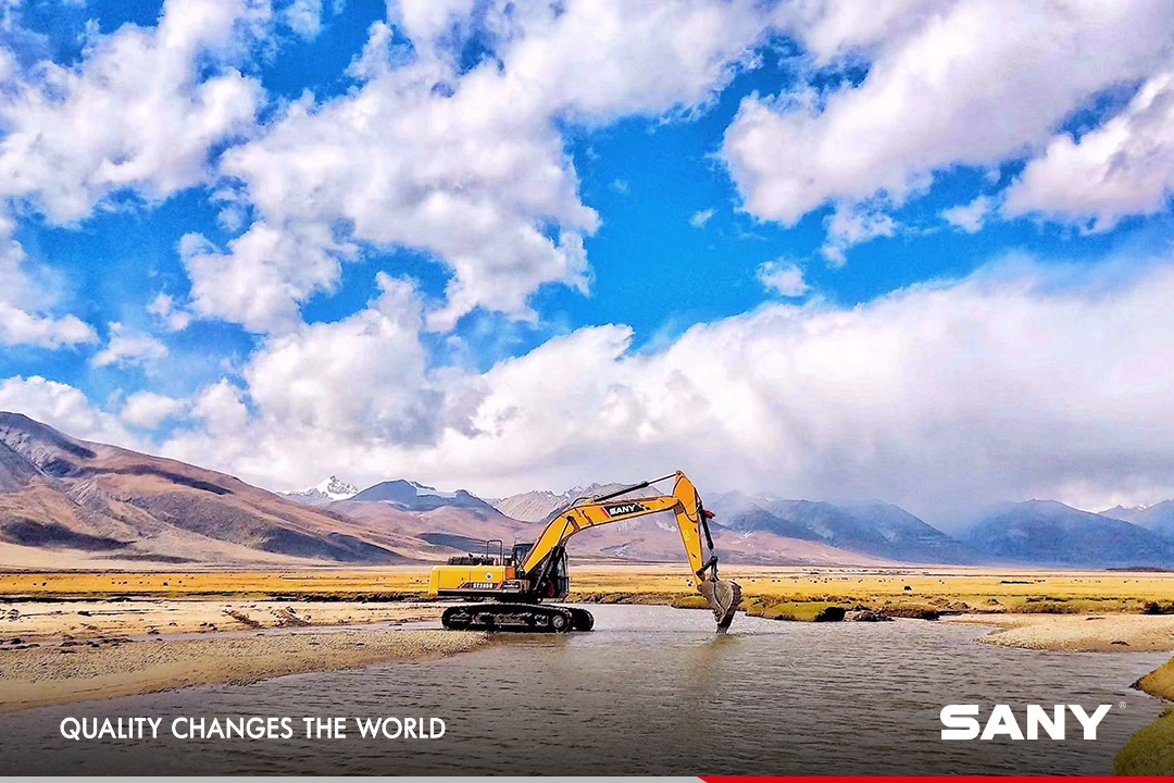 A touch of the breathtaking view in Tibet Plateau. #SanyProduct #Excavators https://t.co/CkC8KRyhRH
