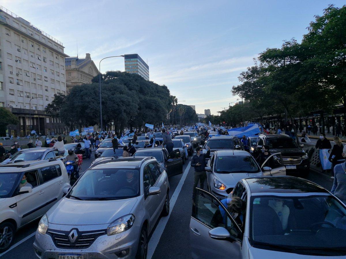 #9JTodosUnidosPorLaRepública Bandera de Argentina   Obelisco pic.twitter.com/Tc5WnIB2nY